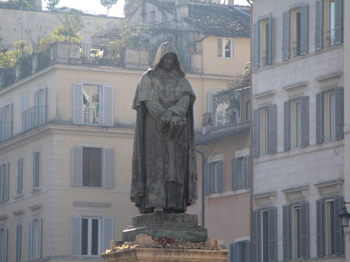 Памятник Джордано Бруно в Италии