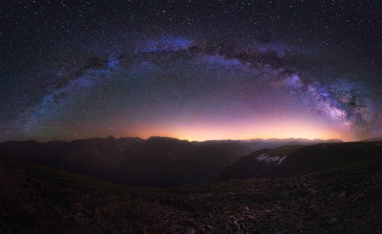 Почему ночное небо темное?