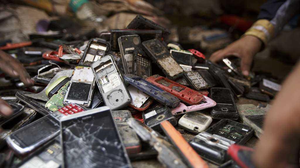 Эффект запланированного устаревания вещей: на примере iPhone